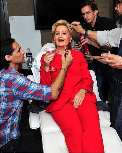 Katy Perry vestita da Hillary Clinton per Halloween 2016