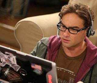 Primo piano di Leonard Hofstadter in una scena di The Big Bang Theory