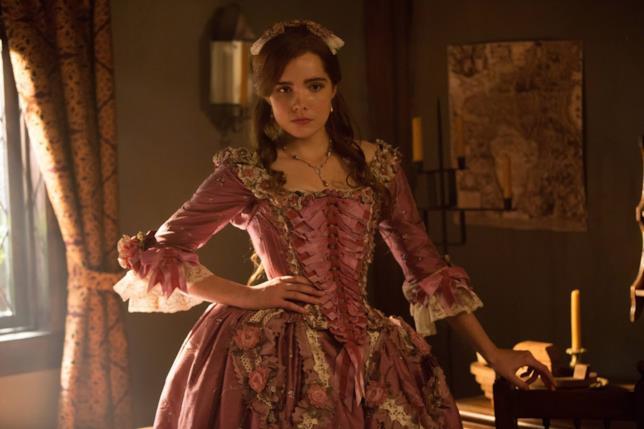 Elise Eberle interpreta Mercy Lewis