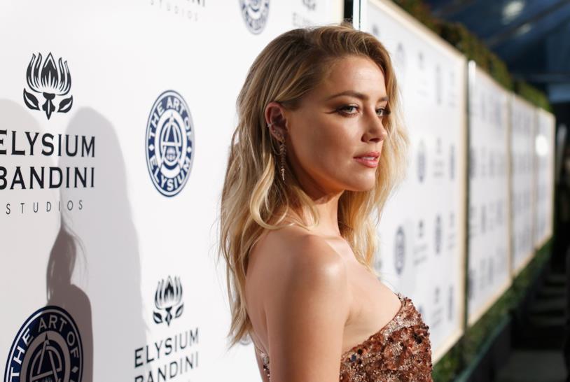 Un intenso primo piano di Amber Heard