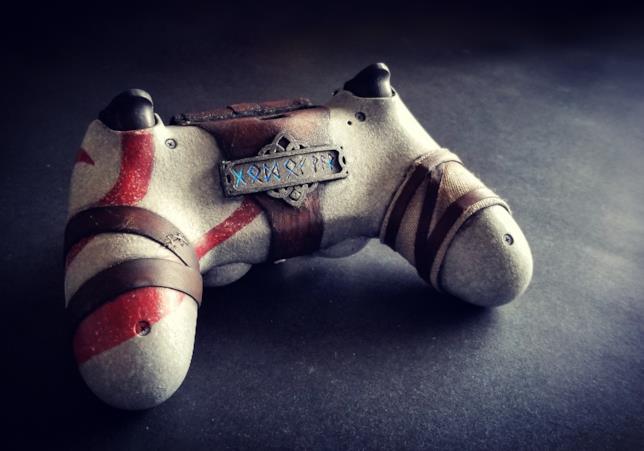 Un fan crea un pad PS4 dedicato a God of War
