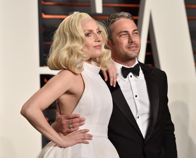 Primo piano di Lady Gaga e Taylor Kinney