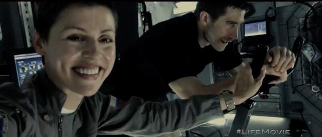 Life: Non oltrepassare il limite, gli astronauti sorridono