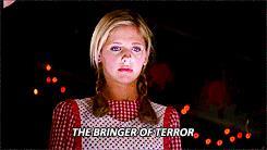 Buffy vestita da Cappuccetto rosso