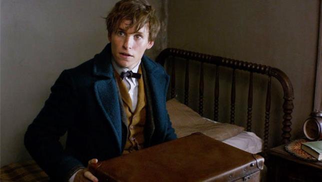 Newt Scamandro tiene stretta la sua valigia magica