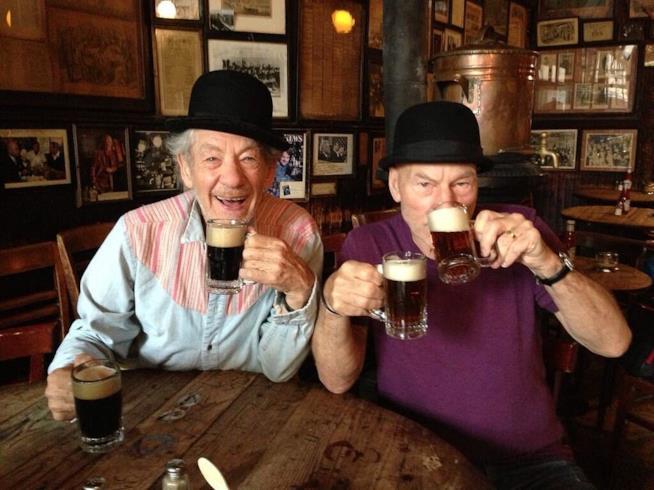 Ian McKellen e Patrick Stewart, compagni di bevute