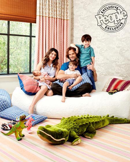 La famiglia Padalecki riunita per uno scatto armonioso di People Magazine