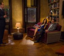 Una scena di Elementary con Sherlock Holmes, Joan Watson e Moland Holmes