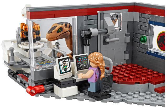 Alcuni dettagli della sala di controllo del nuovo set LEGO dedicato a Jurassic Park