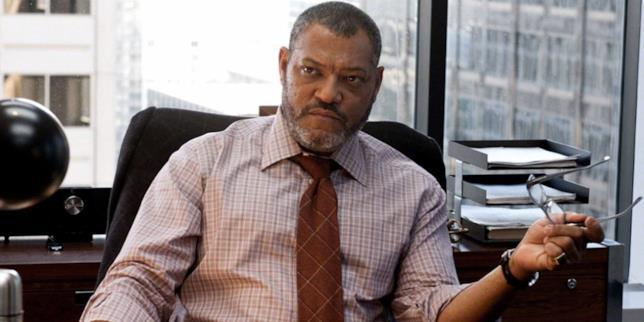 Lawrence Fishburne nell'ufficio di Perry White in una scena di L'Uomo d'Acciaio