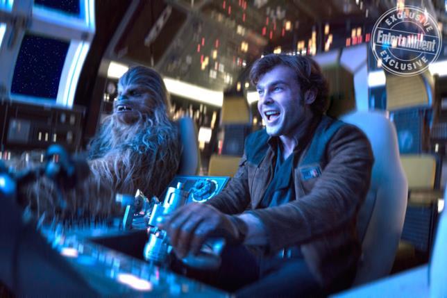 Chewbacca e Han Solo nel Millennium Falcon