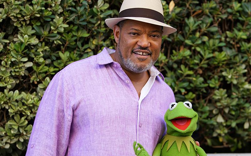Laurence Fishburne con un muppet