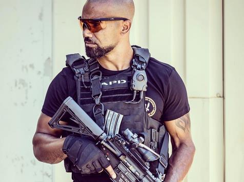 L'attore Shemar Moore in una scena di SWAT
