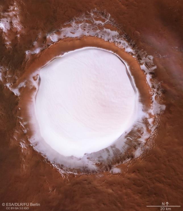 Una foto dall'alto del cratere Korolev
