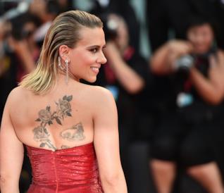 Scarlett Johansson sul red carpet a Venezia