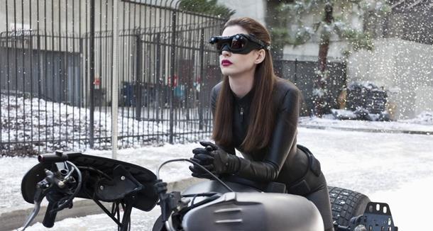 Anne Hathaway nel ruolo di Catwoman