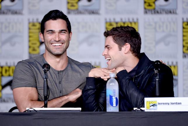 Tyler Hoechlin e Jeremy Jordan al panel di Supergirl di SCDD 2016