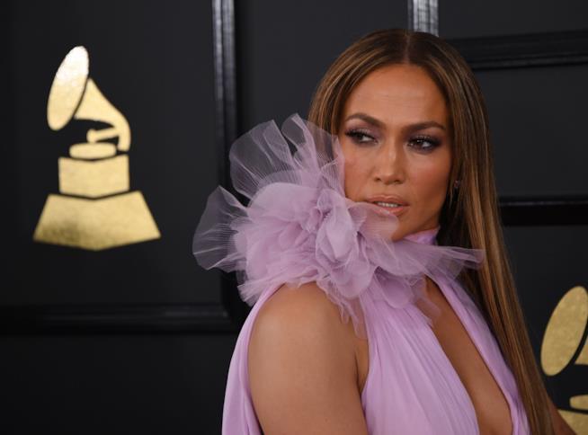 Primo piano di Jennifer Lopez ai Grammy Awards 2017