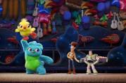 Un'immagine che ritrae alcuni dei protagonisti di Toy Story 4 a figura intera