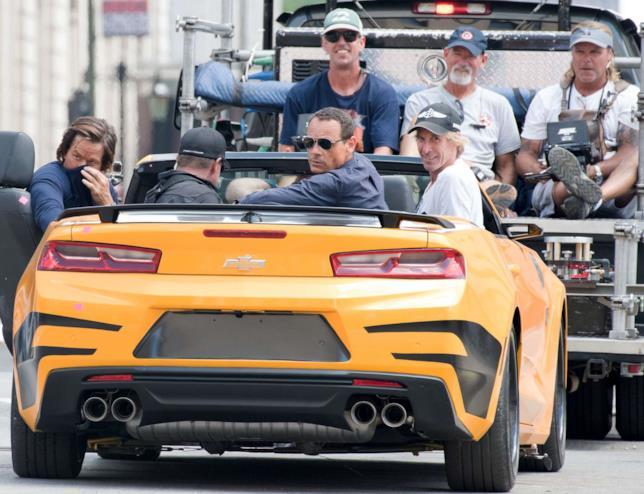 Bay e Wahlberg insieme a bordo di Bumblebee durante le riprese