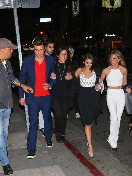 Uno scatto di Orlando Bloom e Nina Dobrev con alcuni amici