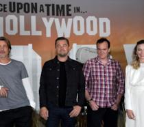 Tarantino e gli attori del cast di C'era una volta a... Hollywood