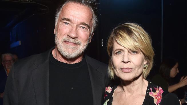 L'attore Arnold Schwarzenegger con Linda Hamilton nel 2019