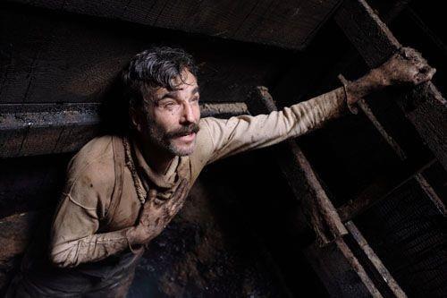 Daniel Day-Lewis in una sequenza del film Il petroliere di Paul Thomas Anderson