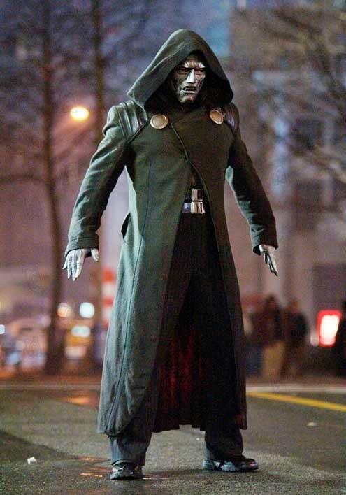 Julian McMahon è Dottor Destino in una scena di 'I Fantastici 4' (2005)