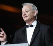 Bill Murray elegantissimo ritira il premio Mark Twain