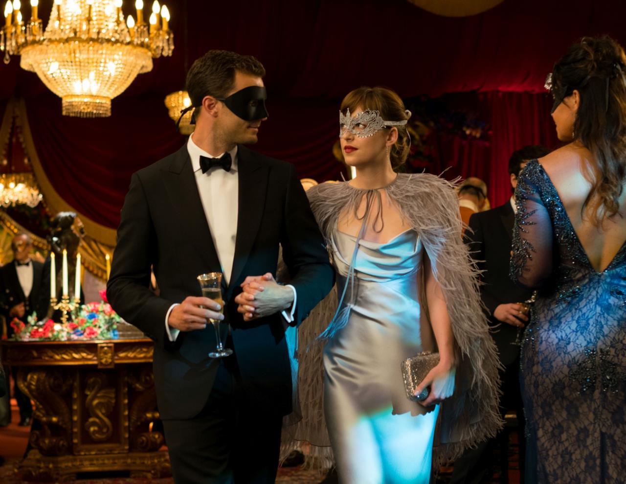 Una scena del ballo in maschera in Cinquanta Sfumature di Nero