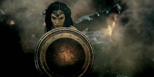 Wonder Woman pronta a combattere in una GIF