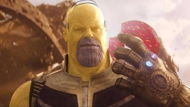 Thanos nel trailer di Avengers: Infinity War come Homer Simpson