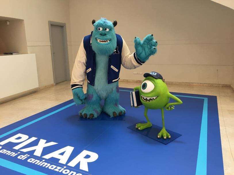 Le statue di Sulley e Wazowski alla mostra Pixar di Roma