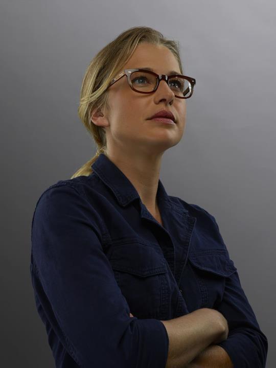 Ellen Woglom nel ruolo di Louise