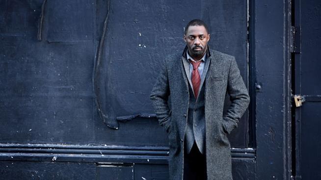 Idris Elba in un'immagine promozionale di Luther
