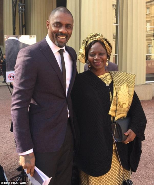 Idris Elba insieme alla madre