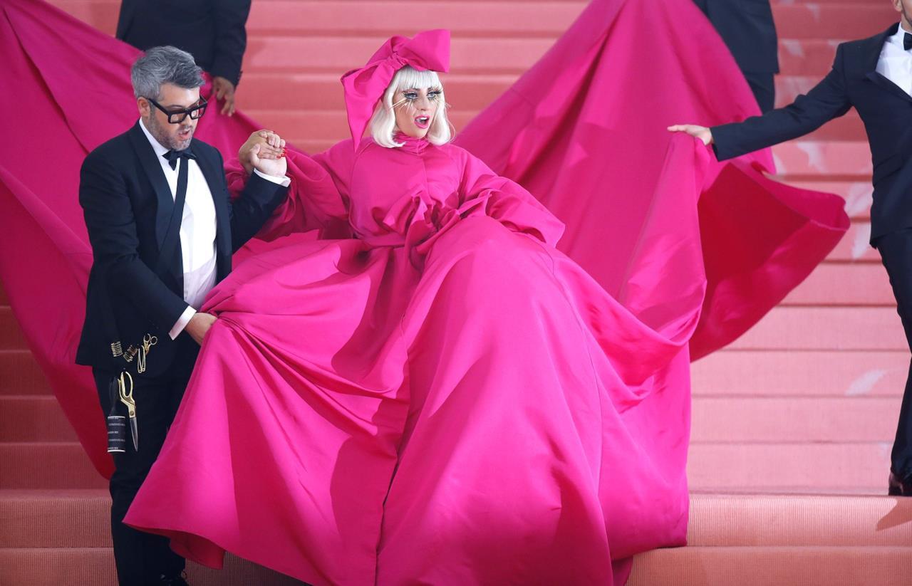 Lady Gaga con il primo abito del MET 2019