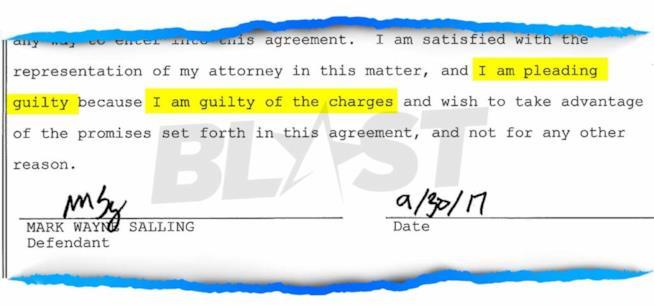 La firma di Mark Salling sui documenti del patteggiamento