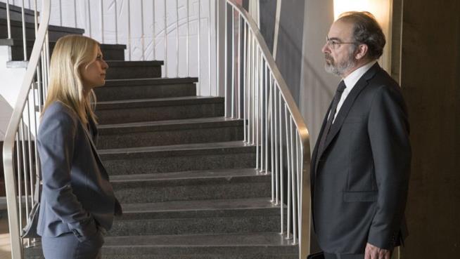 Una scena di Homeland con Carrie e Saul