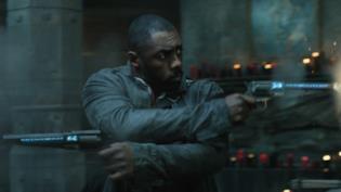 Idris Elba nel film La Torre Nera