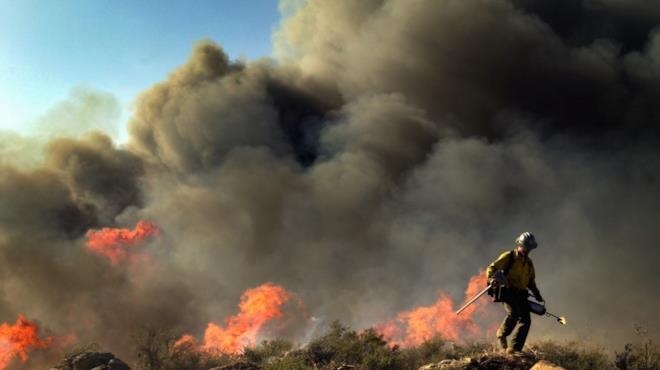 Immagine di repertorio degli incendi in California