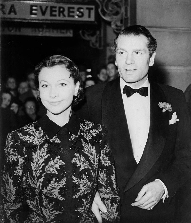 Vivien sorride al fianco del marito Laurence Olivier