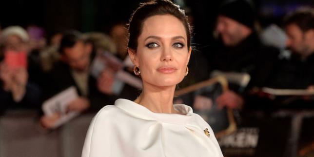 Angelina Jolie dimagrisce perché soffre il mal d'amore?