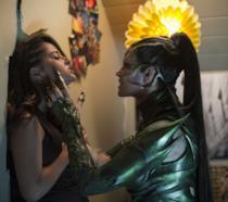 Elizabeth Banks è un'inedita Rita Repulsa nelle nuove immagini di Power Rangers