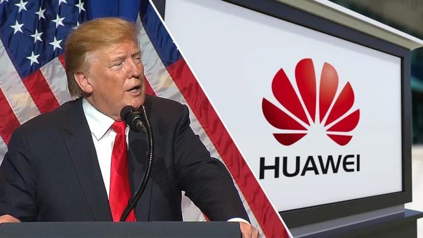 Il Presidente USA Donald Trump (sinistra) e il logo di Huawei (destra)
