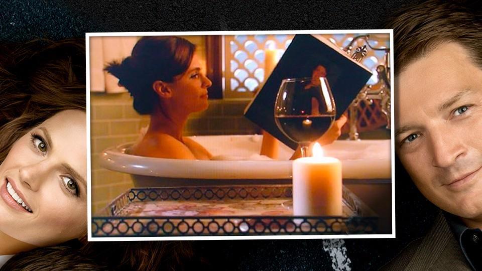 2) Kate legge una scena sexy di un libro di Castle.