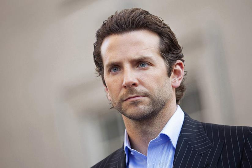 Un primo piano di Bradley Cooper nel film Limitless