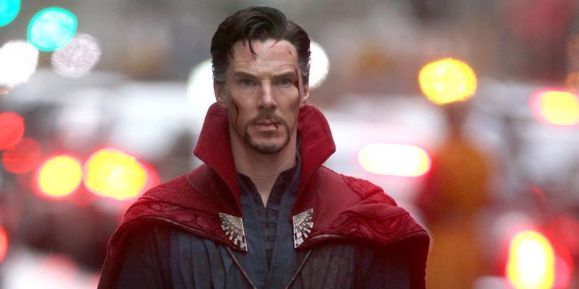 Doctor Strange appare ferito dopo un probabile scontro magico.