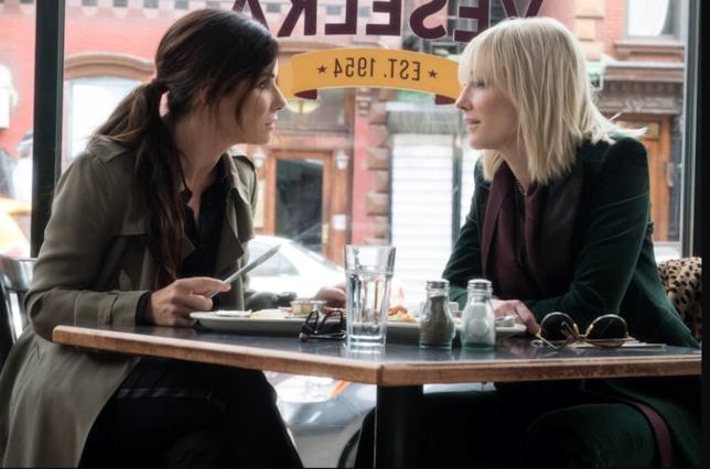 Sandra Bullock e Cate Blanchett in una scena di Ocean's 8